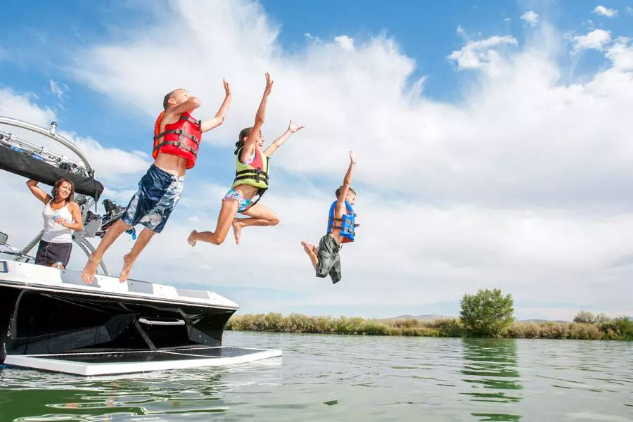 Watercraft-Insurance-Family-Jumping-Off-Boat-in-the-Lake