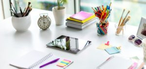 Header-iPad-on-Colorful-desk
