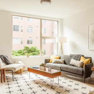 Renters-Insurance-Thumbnail-Modern-Apartment-with-Geometric-Shapes