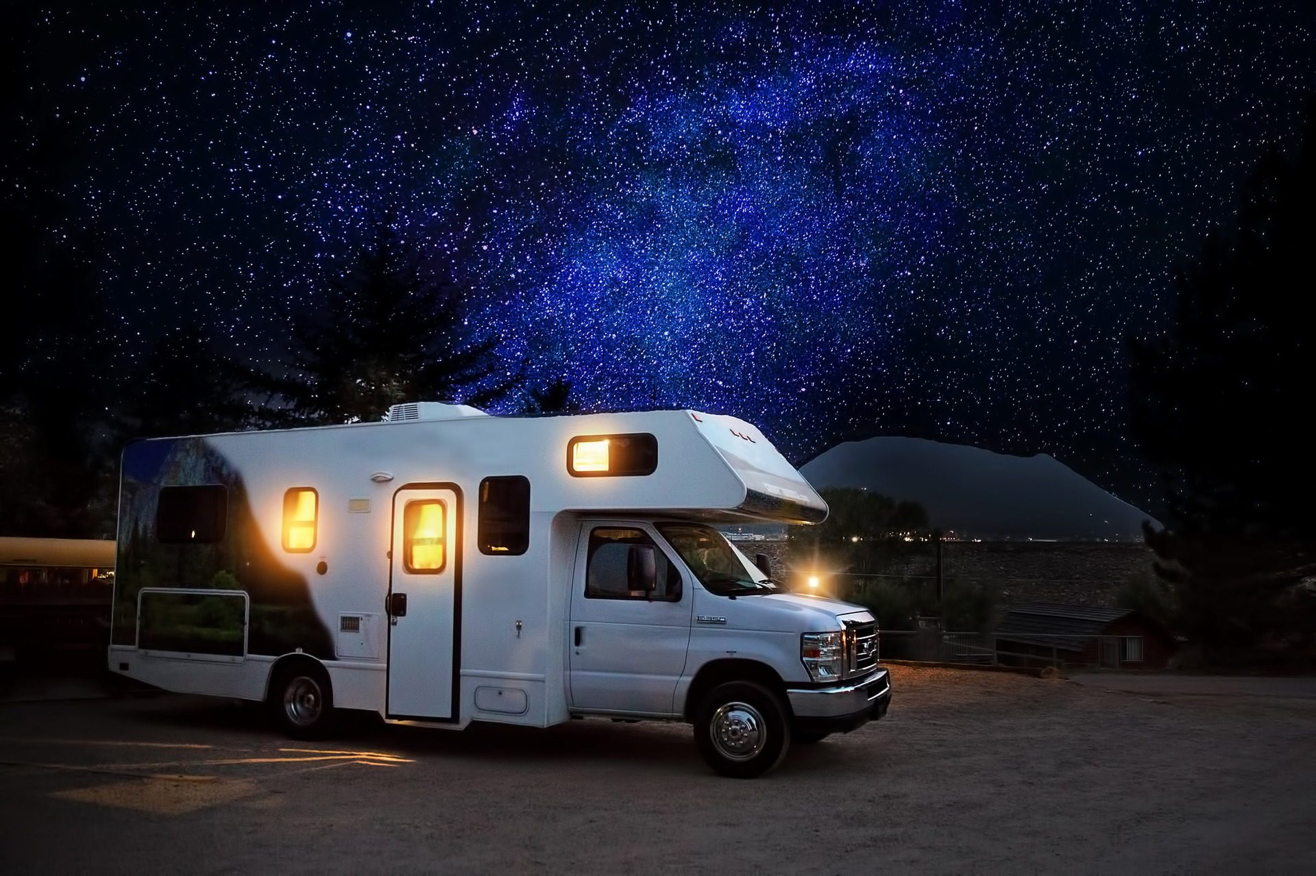 Does RV Insurance cover items like clothing and electronics?