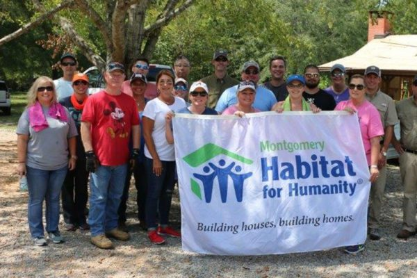 hab for humanity group shot