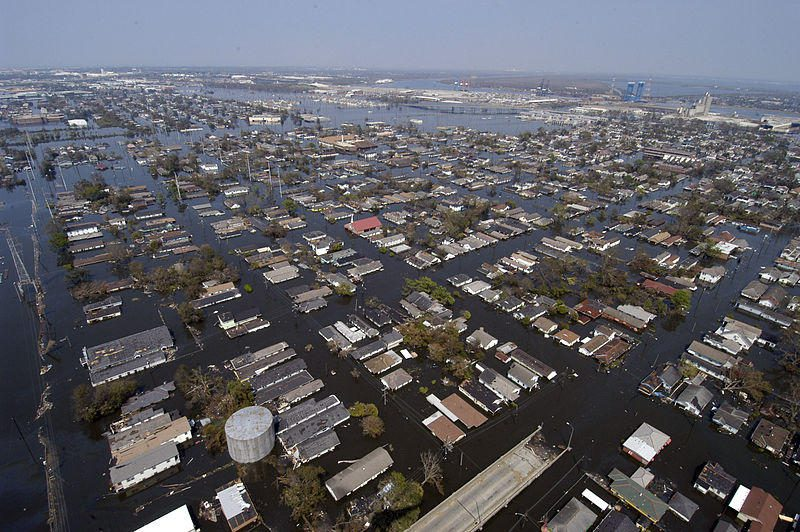 800px-US_Navy_050902-N-5328N-228_Four_days_after_Hurricane_Katrina_made_landfall_on_the_Gulf_Coast,_many_parts_of_New_Orleans_remain_flooded