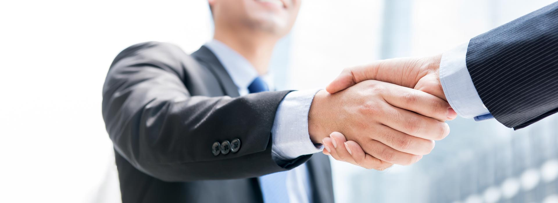 Header - Business Insurance People Shaking Hands
