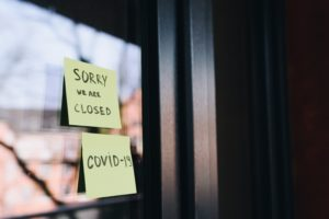 sticky note saying the business is closed because of covid