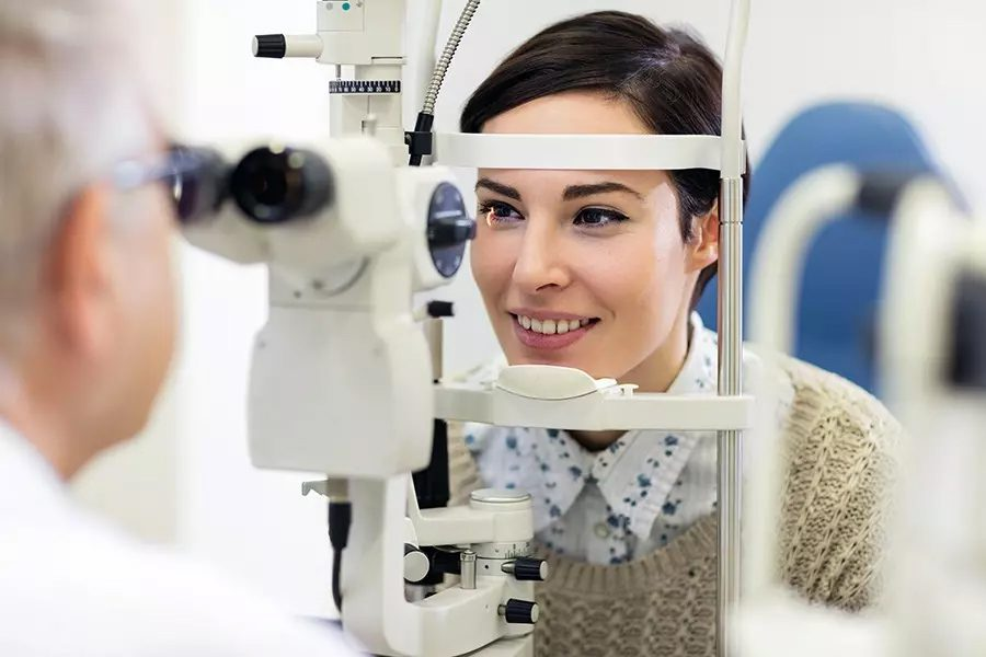 Individual-Vision-Insurance-Optometrist-Examining-the-Eyesight-of-a-Woman-Patient