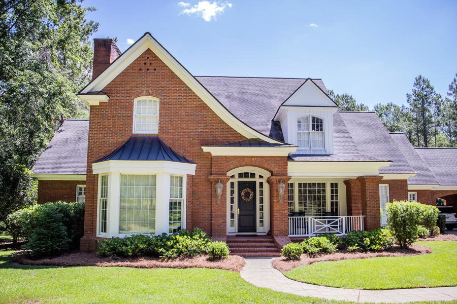 Brandon, MS Insurance - Brick Home in Mississippi With a Manicured Lawn