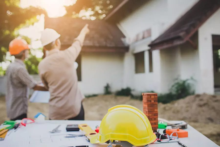 Contractor-Insurance-Contractor-Discussing-Housing-Plans