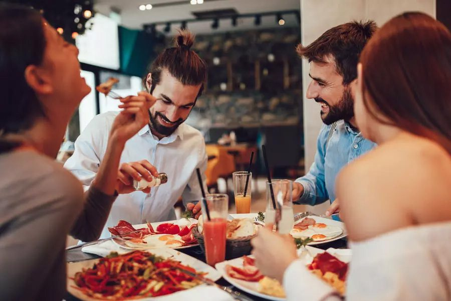 Restaurant-Insurance-Group-of-Friends-Going-Out-to-Breakfast