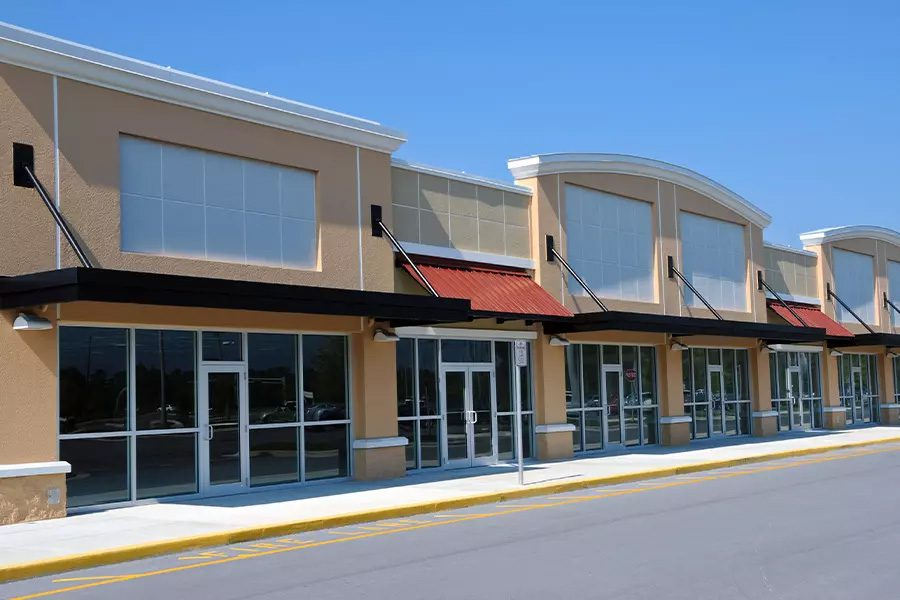 Vacant-Building-Insurance-Vacant-Retail-Buildings-in-a-New-Shopping-Center-on-a-Sunny-Day