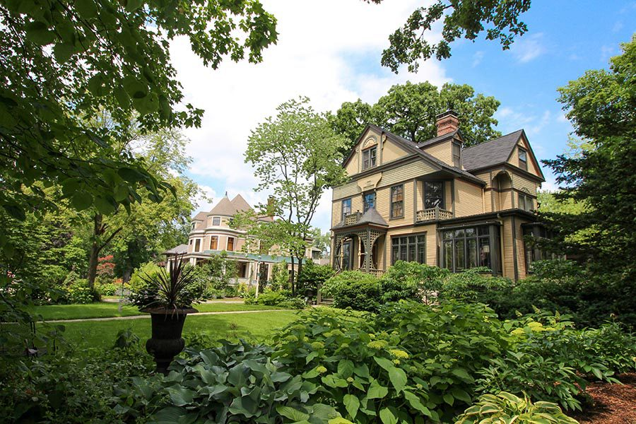 About Our Agency - Stately Homes in Chicago, Surrounded by Greenery
