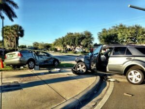Blog - Roberti's Insurance Agency - How much Property Damage Liability Should I have? - Photo of a two vehicle car accident